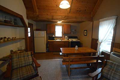 , Cabin No.5, Creekwood Village Resort