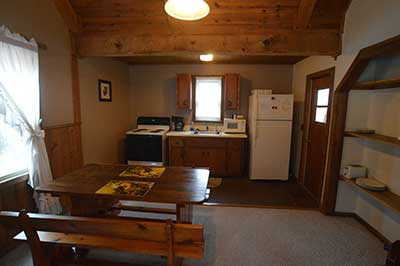 , Cabin No.7, Creekwood Village Resort